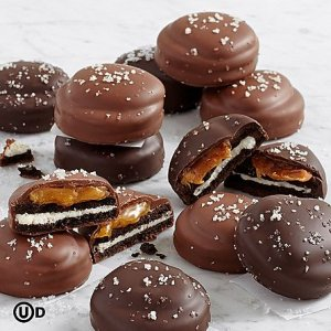 画像1: Salted Caramel Chocolate Covered OREO® Cookies